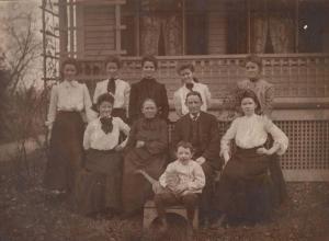 0340. Family photo